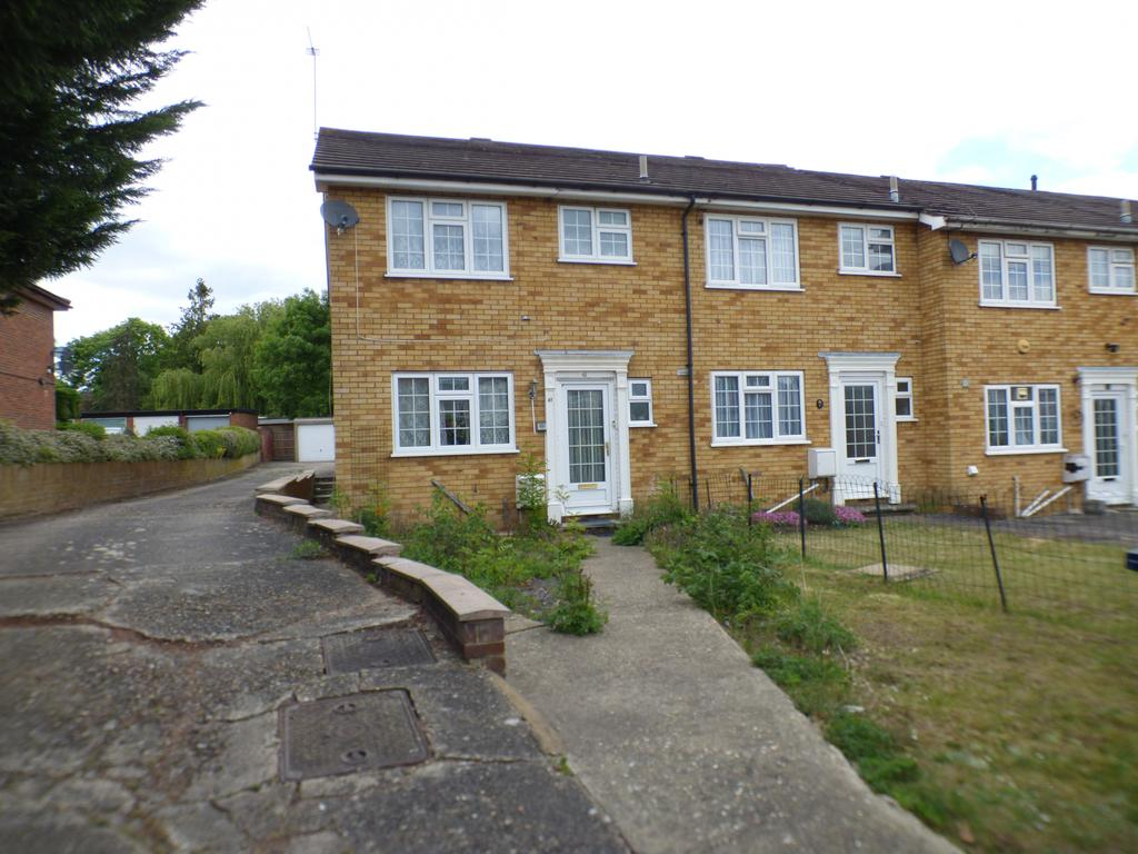 3 bedroom end of terraced house