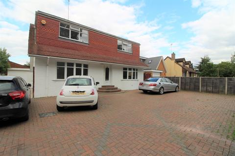 3 bedroom detached house to rent - The Drive, Wraysbury TW19