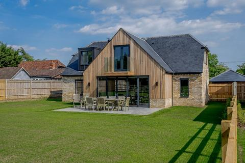 4 bedroom detached house for sale - Chestnut House Handpost Farm, Bracknell Road, Warfield, Berkshire