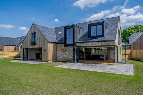 4 bedroom detached house for sale - Field House Handpost Farm, Bracknell Road, Warfield, Berkshire