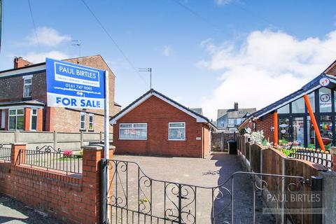 2 bedroom detached bungalow for sale - Wycliffe Road, Urmston, Manchester, M41