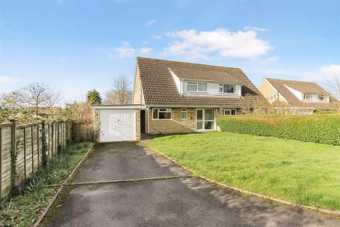 3 bedroom semi-detached house for sale - Ratcliff Lawns, Southam, Cheltenham