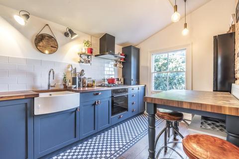 2 bedroom flat for sale - Northway Road, Herne Hill