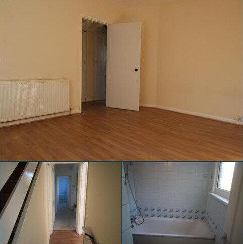 3 bedroom terraced house to rent - Porters Avenue, Dagenham RM8