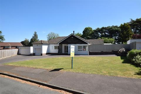 3 bedroom detached bungalow for sale - Priory Close, East Farleigh, Maidstone, Kent