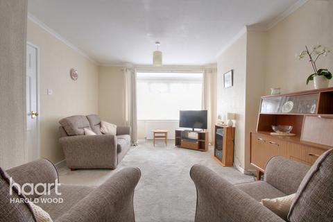 3 bedroom terraced house for sale - Firham Park Avenue, Romford