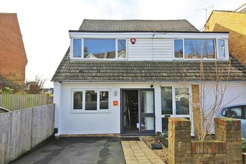 3 bedroom terraced house for sale - Hythe Road, Brighton BN1