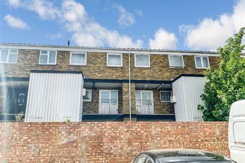 3 bedroom flat to rent - Brammas Close, Slough, Berkshire