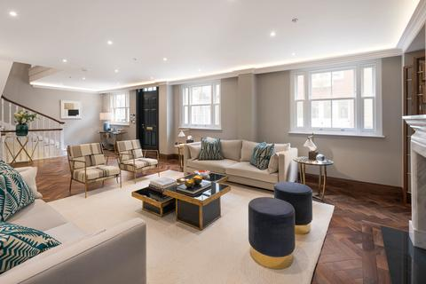 3 bedroom mews - Rutland Mews South, Knightsbridge