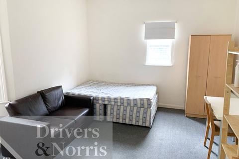 4 bedroom apartment to rent - College Place, Camden, London, NW1