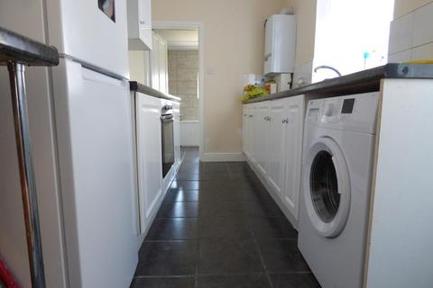3 bedroom terraced house to rent - Russell Rise, Luton, LU1 5EU