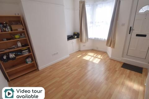 3 bedroom terraced house to rent - Russell Rise, Luton