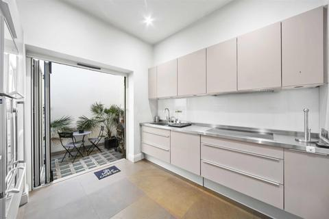 2 bedroom mews to rent - Park Crescent East