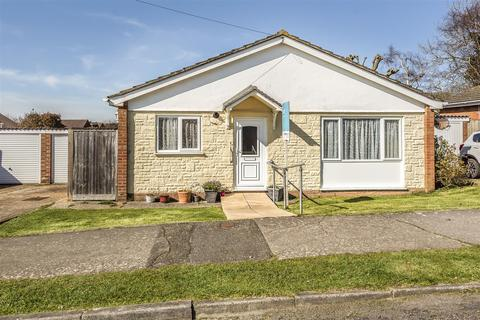 2 bedroom bungalow for sale - Greenwell Close, Seaford