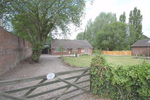 4 bedroom detached bungalow to rent - Greenkeepers Cottage, Danescourt Road, Stockwell End, Wolverhampton, WV6