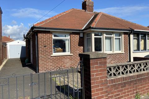 2 bedroom semi-detached bungalow for sale - Nateby Avenue, South Shore, Blackpool FY4