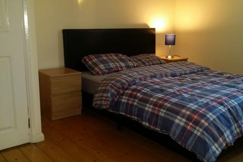 Flat share to rent - paynell court, Lawn Terrace, Blackheath, London SE3