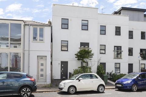 4 bedroom end of terrace house to rent - Rodney Road, Cheltenham GL50 1JJ