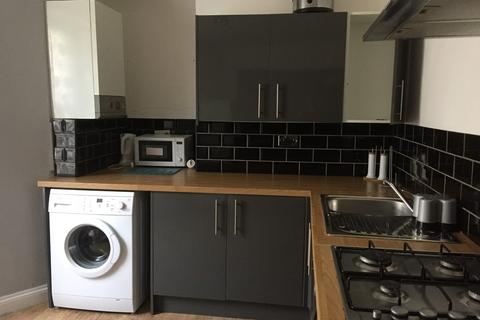 2 bedroom flat to rent - Flat 1, 4 Radnor Place
