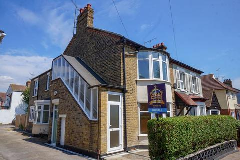 2 bedroom apartment for sale - St. Johns Road, Westcliff-On-Sea