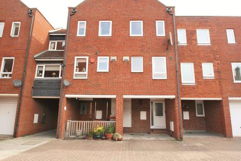 3 bedroom house to rent - Aynsley Court, Sandwich
