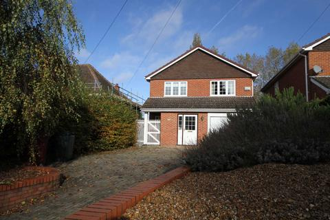4 bedroom house to rent - Cressingham Road, Reading