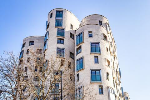 1 bedroom flat for sale - Clement Avenue, Clapham, SW4