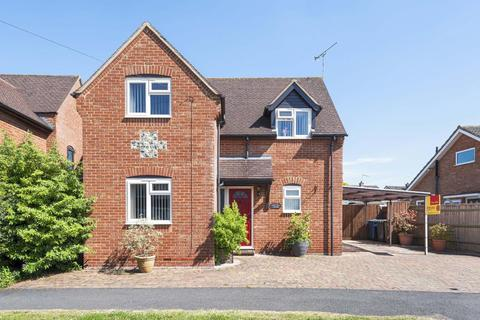 3 bedroom detached house for sale - Princess Risbourgh, Aylesbury, HP27