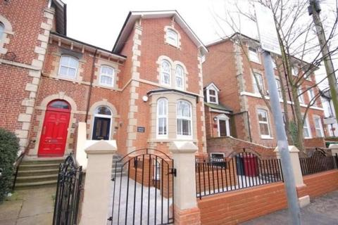 Studio to rent - Russell Street, Reading