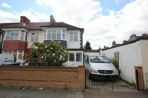 3 bedroom end of terrace house to rent - Cuckoo Hall Lane, London, N9