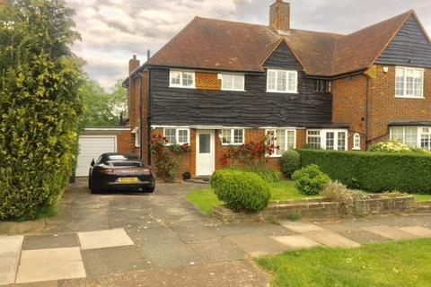 3 bedroom semi-detached house to rent - Cotswold Way, Oakwood, London EN2
