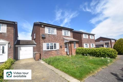4 bedroom detached house to rent - Raynham Way, Luton