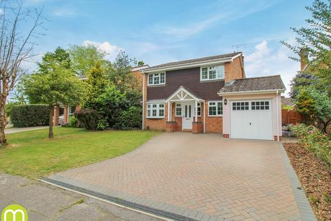 5 bedroom detached house for sale - Marlowe Way, Colchester, CO3