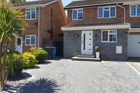 4 bedroom semi-detached house for sale - Blackbird Close, Poole