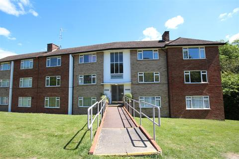 2 bedroom flat to rent - Denecroft, Eldred Avenue, Westdene