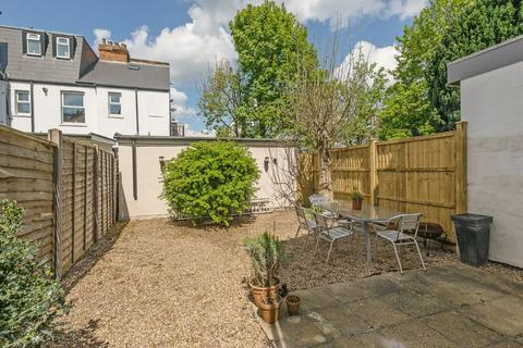 2 bedroom apartment for sale - WIMBLEDON CHASE - SUPERBLY REFURBISHED 2 BED GARDEN FLAT CONVENIENTLY SITUATED CLOSE TO ALL AMENITIES