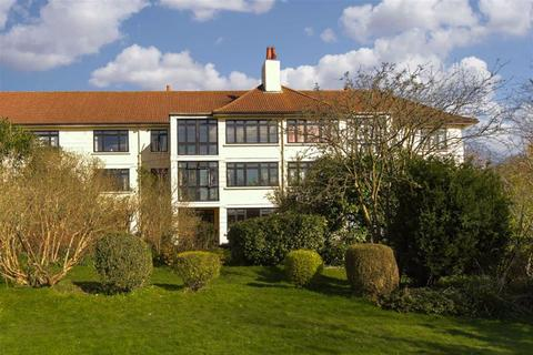 3 bedroom flat for sale - Christchurch Place, Epsom, Surrey