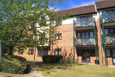 1 bedroom flat to rent - Royal Court , Upton Court Road, Langley  SL3