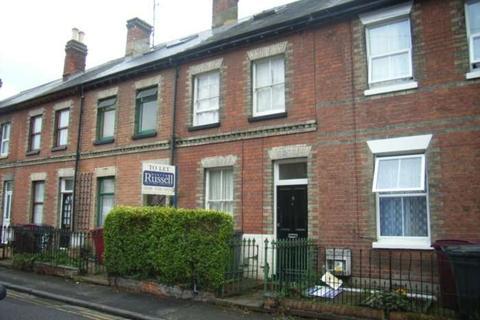 Studio to rent - Essex Street