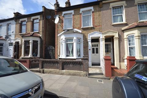 3 bedroom terraced house to rent - Francis Avenue, Ilford
