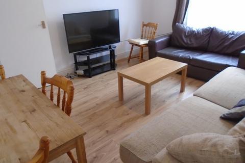 4 bedroom terraced house to rent - Platt Lane, M14 7BS