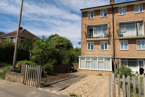 3 bedroom maisonette to rent - Clopton Court, Derwent Way, Rainham, Kent, ME8