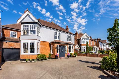 5 bedroom detached house for sale - Engayne Gardens, Upminster, Essex, RM14