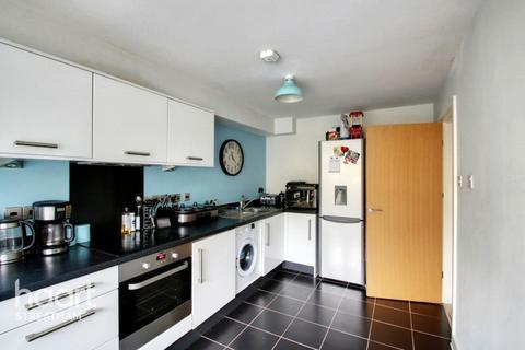 2 bedroom flat for sale - Limerick Close, LONDON