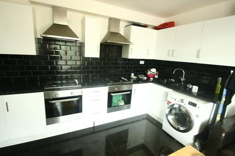 8 bedroom house share to rent - *Rooms with bills included* Apartment B, Westgate Road