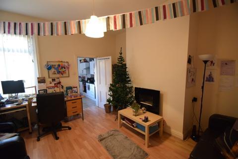 2 bedroom ground floor flat - Balmoral Terrace, Heaton, NE6