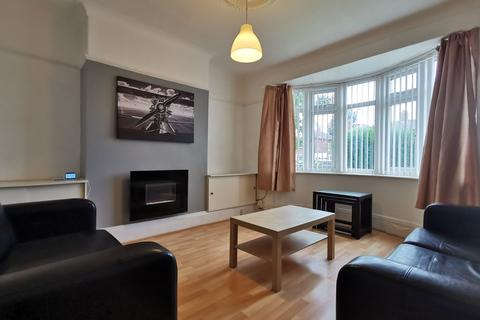 2 bedroom ground floor flat - Benton Road, High Heaton, NE7