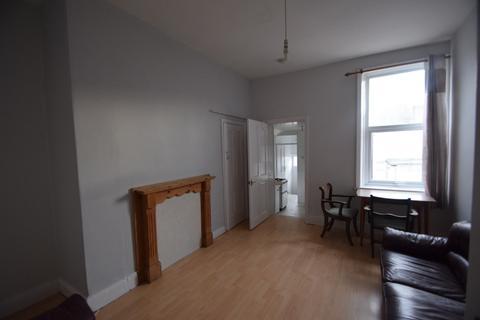 3 bedroom apartment to rent - Simonside Terrace, Newcastle Upon Tyne