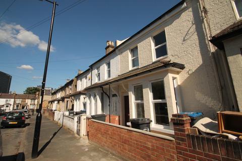 Studio to rent - Brafferton Road, Croydon, Surrey, CR0