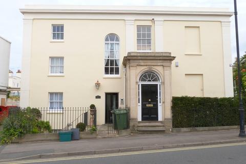 Studio to rent - Montpellier Grove, Cheltenham